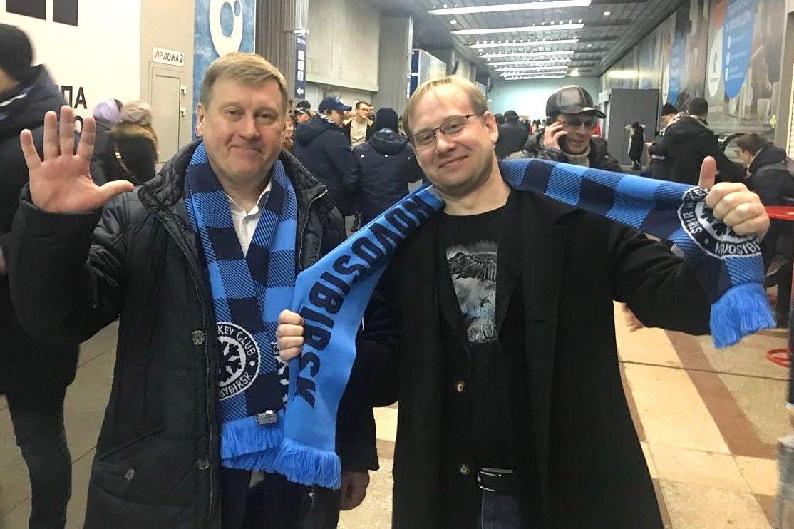 Анатолий Локоть разыгрывает билеты на хоккей