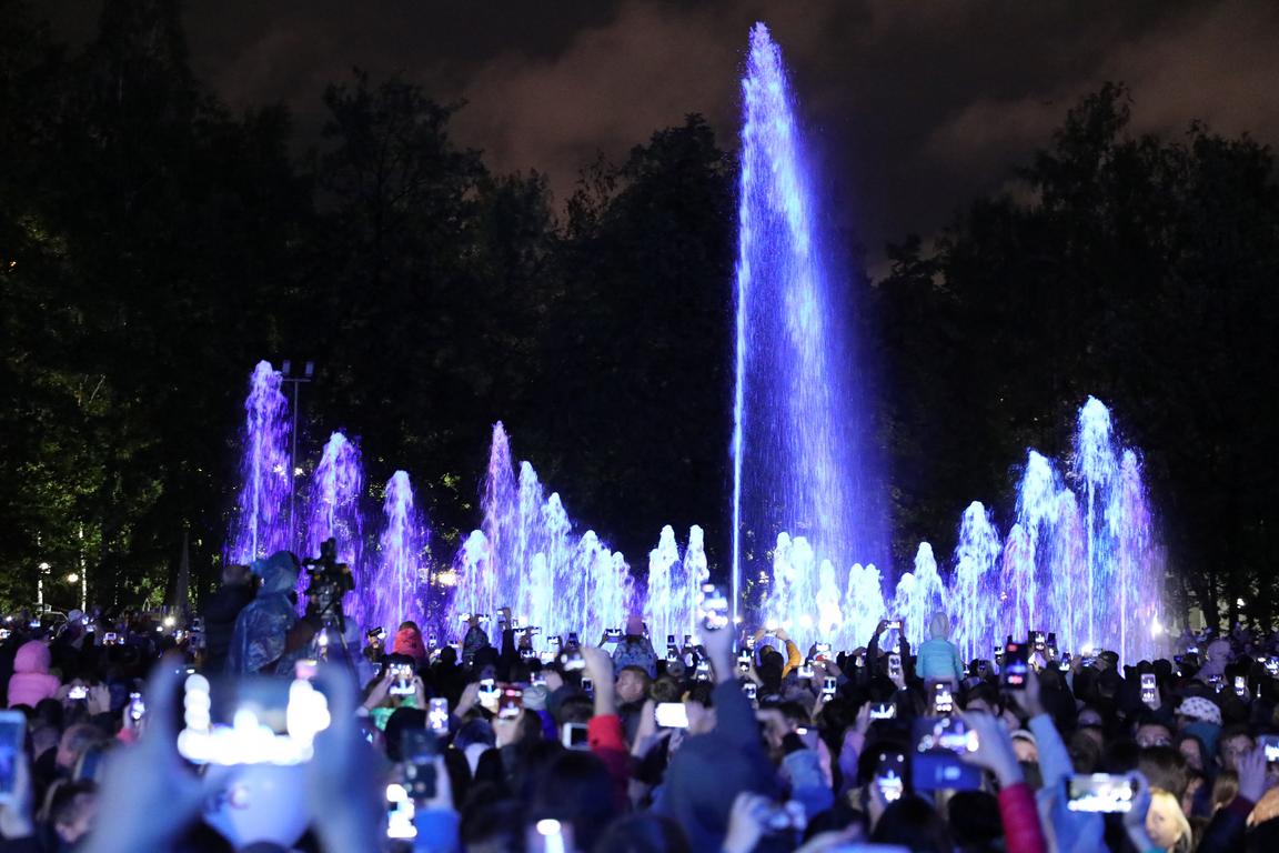 Сбербанк подарил Новосибирску «умный» мультимедийный светомузыкальный фонтан