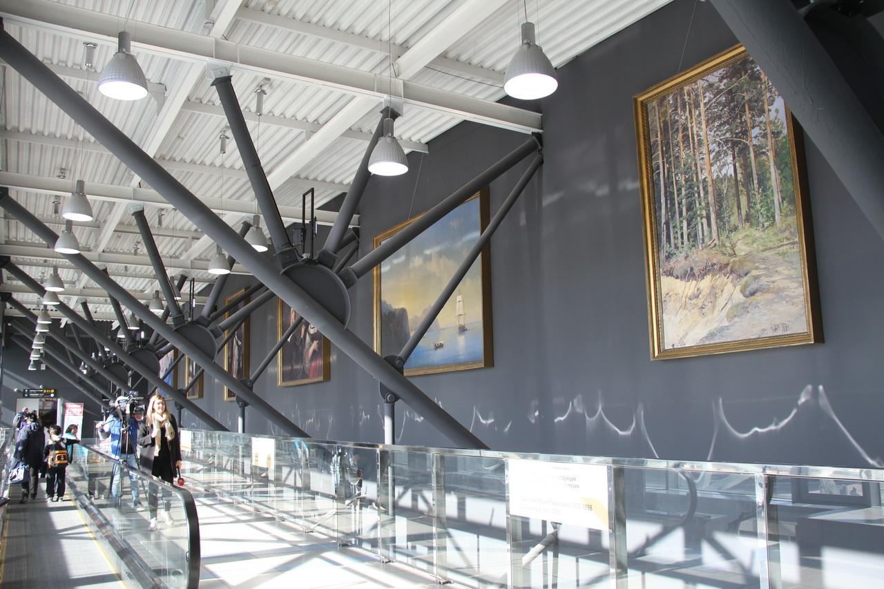 В аэропорту Толмачёво открыта выставка факсимильных воспроизведений мировых шедевров