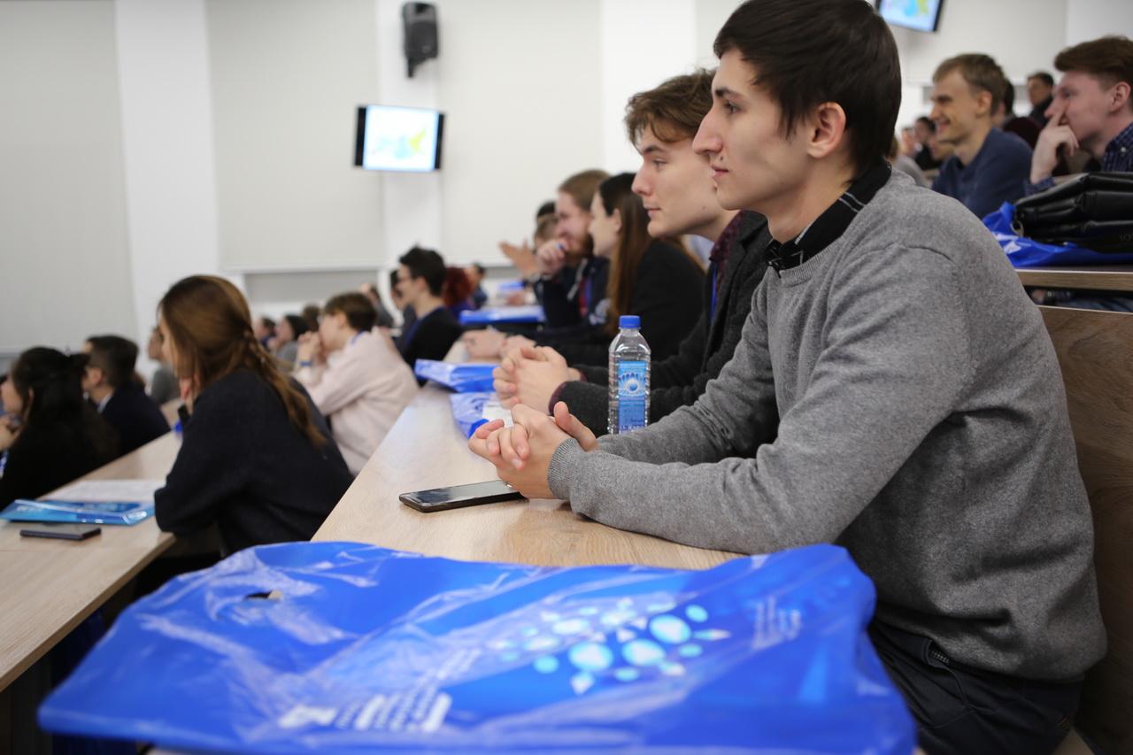 НГУ компенсирует проживание, питание и перелёт иногородним участникам зимней школы