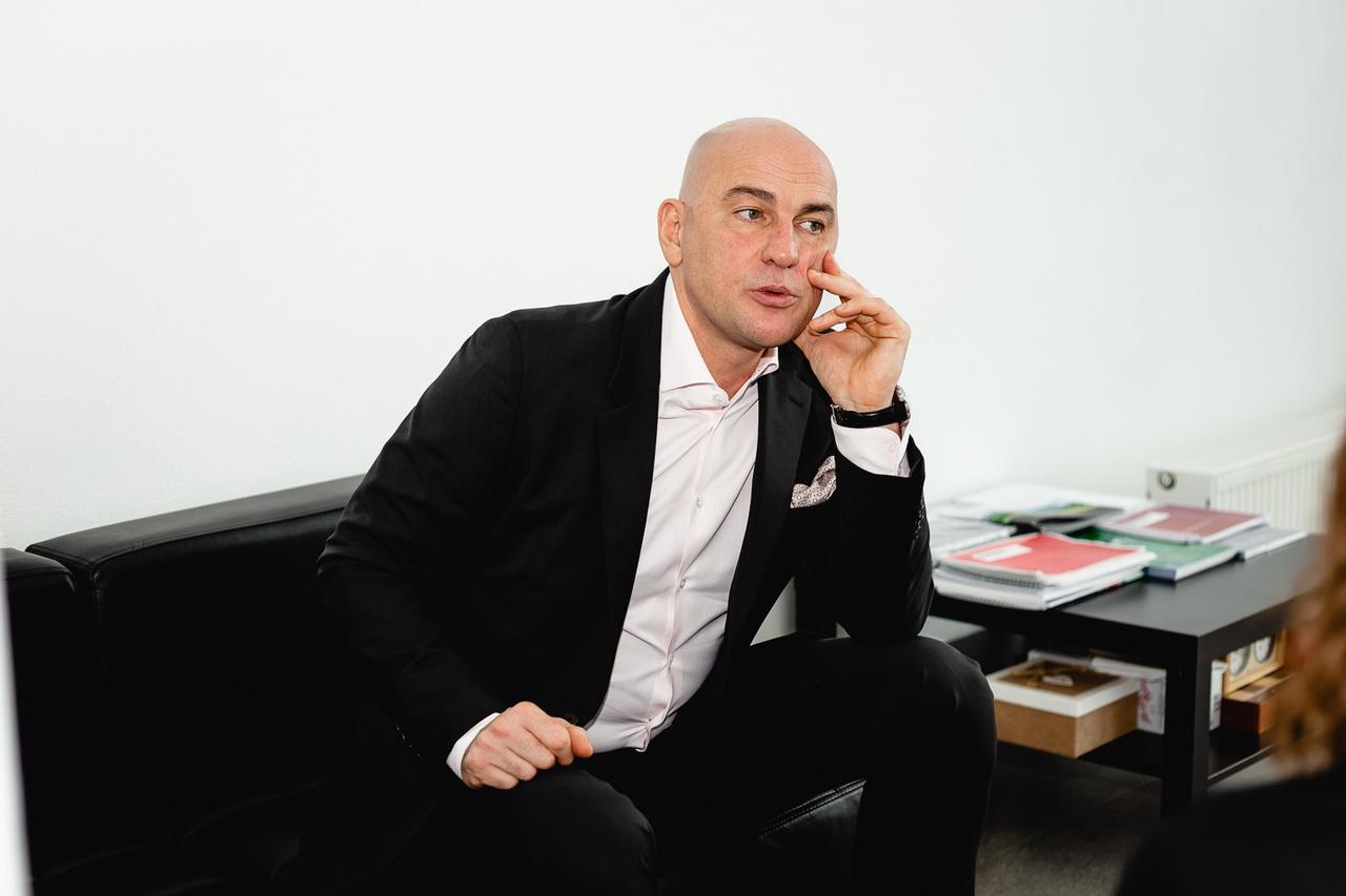 Человек говорящий: Радислав Гандапас