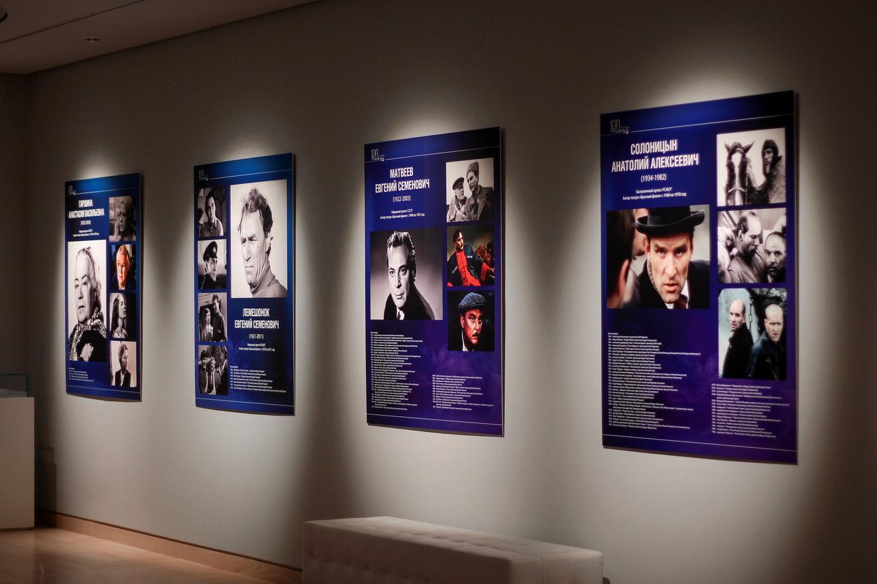 Осенний цикл юбилейных мероприятий театра «Красный факел» открыла выставка #факел100_снято