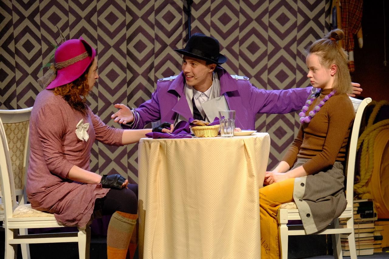 Любовь сильнее предрассудков: «Первый театр» показал мюзикл «Меня удочерила Горилла»
