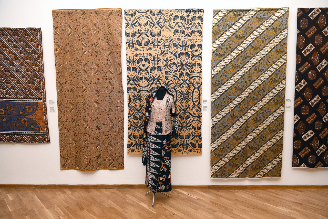 В Новосибирском художественном музее открылась выставка необычайных узоров Юго-Восточной Азии