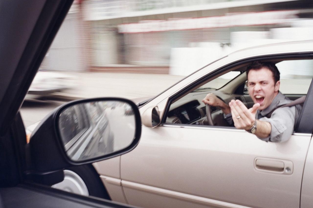 90% водителей в Новосибирской области ругаются за рулем