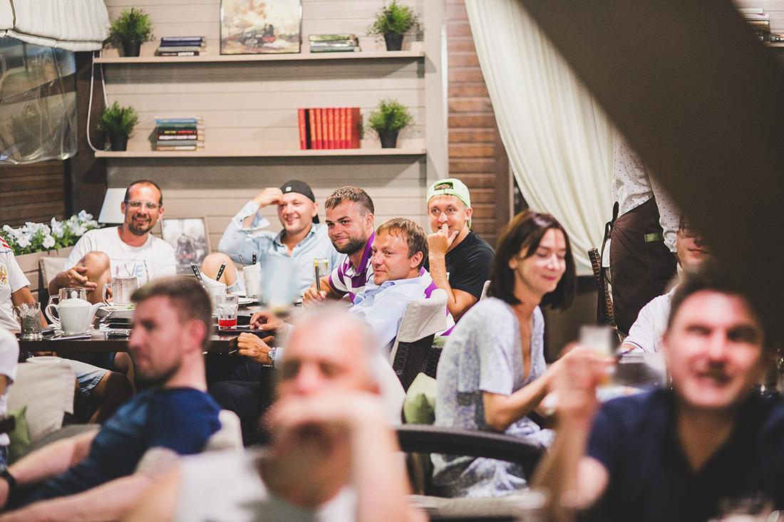 Летняя веранда «Паровозовъ»: свежайшие напитки и посещение бани в подарок