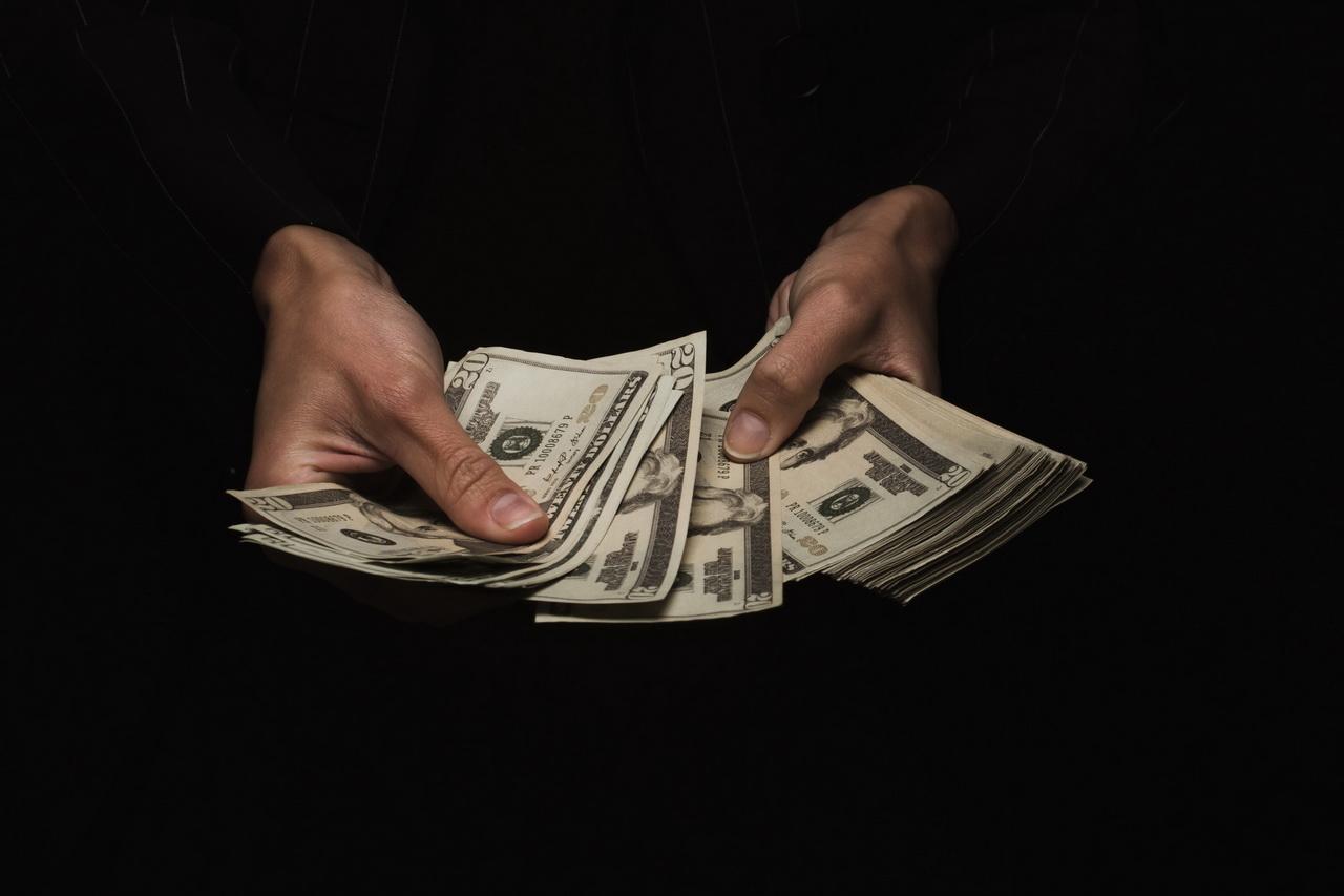 Почти три четверти школьников сталкивались с финансовыми мошенниками